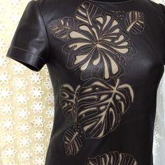 Платье из кожи с апликацией