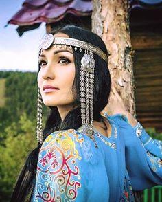 Yakutistan Saka Türk'ü bir Katun. Yakutistan Rusya federasyonuna bağlı kuzey buz Deniz'ine komşu 3.2 milyon km2 yüzölçümü ile Rusya'nın 1/5 'i kadar bir büyüklüğe sahip ve hala dışarıdan kız alıp vermezler .