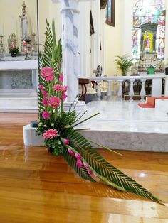 Selecting The Flower Arrangement For Church Weddings – Bridezilla Flowers Creative Flower Arrangements, Tropical Floral Arrangements, Funeral Flower Arrangements, Beautiful Flower Arrangements, Altar Flowers, Home Flowers, Church Flowers, Funeral Flowers, Church Altar Decorations