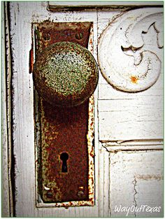 old rusted doorknob <3