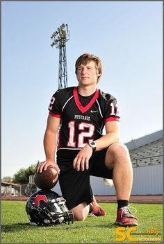 Senior+Picture+Ideas+For+Guys+Football | senior pictures- football | sports portraits