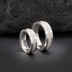 Alianzas de plata y hueso. Sterling silver and bone wedding bands. Wood ring…