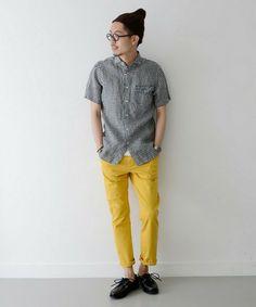 Yellow slim trousers.