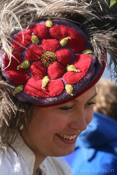 Awesome kampfrau hat with Tudor rose decoration