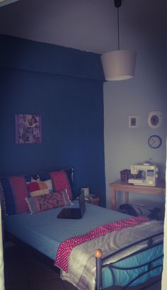 navy blue wall for bedroom