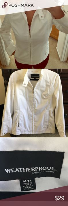 🎄SALE🎄Weatherproof White Jacket This Weatherproof white jacket has long sleeves and side pockets, yours to enjoy this rainy season. In excellent condition. Worn only once. Bundle up and save! Weatherproof Jackets & Coats