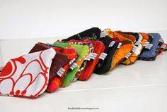 Ompelin kierrätyskankaista kätevänkokoisia pikkupusseja. Ompelin näitä samanlaisia pussukoita kesällä ja lupailin jonkinlaista oh... Sewing, Knitting, Crochet, Fabric, Diy, Bags, Tutorials, Tejido, Handbags