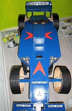 formule1a racewagen als surprise. Heel leuk voor jongens! Cardboard Car, Santa Gifts, Diy And Crafts, Valentines, School, Paper Envelopes, Manualidades, Formula 1, Shop Signs