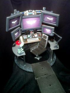 Batcomputer custom diorama / playset from the Batman series using Various fodder and raw materials as the base, created by Maelstrom. Star Wars Poster, Star Wars Art, Star Trek, Gi Joe, Diaroma Ideas, Cardboard Dollhouse, Arkham City, Red Lantern, Figure Photo