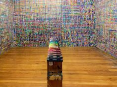 Walls as art surface, central table, open space Kids Art Space, Art For Kids, Reggio, Arno Stern, Kids Playroom Storage, Gallery Cafe, Union Station, Colorful Party, Kid Spaces