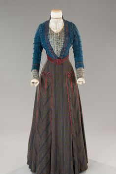 A blog posting historical fashion garments, portraits, or drawings from the Middle Ages to the...