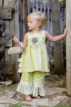 My Little Jules boutique is sponsoring a huge giveaway! Princess Kitty needs this outfit
