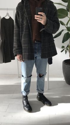 Insta - Grunge outfits men - Source by cokcat Cute Vintage Outfits, Retro Outfits, Outfits For Teens, Cool Outfits, Casual Outfits, Fashion Outfits, Grunge Outfits, Mode Masculine, Streetwear Fashion