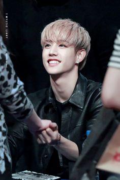 Take my hand {Markson FF} Youngjae, Kim Yugyeom, Mark Jackson, Got7 Jackson, Jackson Wang, Mark Bambam, Got7 Mark Tuan, Jinyoung, Tyga