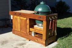 Really cool outdoor grilling station. Kamado Grill, Kamado Joe, Bbq Grill, Bbq Kitchen, Backyard Kitchen, Backyard Patio, Big Green Egg Table, Green Eggs, Outdoor Grill Station