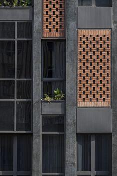 Gallery of Arghavan Family Apartment / Alidoost & partners – 4 Galerie von Arghavan Family Apartment / Alidoost & Partner – 4 Brick Design, Facade Design, Exterior Design, Jalli Design, Brick Facade, Facade House, Architecture Résidentielle, Modern Residential Architecture, Brick Detail
