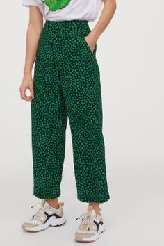 Wide, trousers in a patterned weave. High waist with covered elastication at the back, diagonal side pockets and straight legs. Fashion Art, Fashion 2020, World Of Fashion, Spring Fashion, Dress With Sneakers, Cropped Trousers, Fashion Company, Eclectic Style, Neue Trends