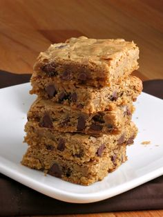 Chocolate Chip Cookie Bars- making these now! Yumm