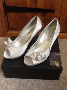 Beautiful special occasion shoes. Love Claire x HEAVENLY Silver Satin Size 5/38 Rose Bud Peeptoe High Heel Shoes Prom Wedding