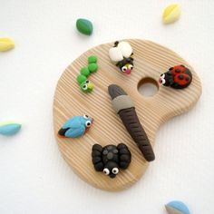 Painting Bugs Brooch, Fun artist palette jewelry in polymer clay.