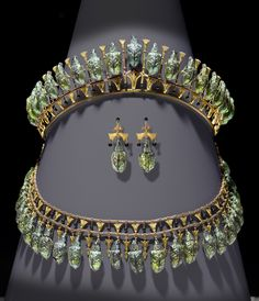 Faberge dealers, london uk. russian antique jewellery, gold boxes, art. wartski jewelry