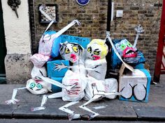 Street Artist Turning London's Rubbish Into Art - Francisco de Pajaro