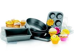 This convenient set of non-stick bakeware includes five of Calphalon's most popular pans, and is ideal for making a wide variety of baked goods, including cookies, brownies, cakes and more.