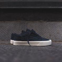 Vans Old Skool Vans Vault, Vans Old Skool Mens, Vans Men, Vans Shoes Old Skool, Vans Sneakers, Casual Sneakers, Casual Shoes, Converse, New Shoes