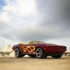 Un Camaro del 69 convertible en uno día con #nubes. #69camaro #camaroconvertible #hwflames #flames .  #hotwheels #diecastcar #diecast #hotwheelscollector #hotwheelsdaily #hotwheelspics #hotwheelsrepost #hotwheelsspain #diecastcars #diecastpics #miniaturas #cochecito #cartoys #hwc #ajrhw #wheels #diecastphoto #diecastphotography  #twitter #1_64 #164 #hotwheelsphotography #die_cast_loversb