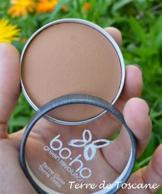Terre Cuite Bio BOHO GREEN http://www.ayanature.com/fr/poudres-compactes-minerales/425-terre-cuite-bio-boho-green-revolution.html