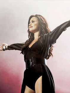 owbitches: Demi Lovato performing at the Z Festival in São Paulo Brazil - December 2016 Camp Rock, Lady Gaga, Selena Gomez, Divas, Demi Lovato Pictures, Stage Outfits, Concert Outfits, Hollywood, Celebrity Hairstyles