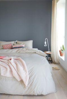 Home Decorating Ideas Bedroom Ein Hübsches Blau Grau Als Wandfarbe Im  Schlafzimmer. Www.