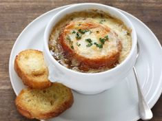Leftover corned beef broth can make an excellent base for starting a French onion soup. This is a guide about using leftover corned beef broth for french onion soup. French Dishes, French Food, Slow Cooker Recipes, Gourmet Recipes, Bacon Chips, Pumpkin Risotto, Ground Beef Stroganoff, Onion Soup Recipes, Batch Cooking