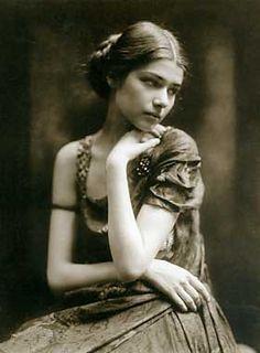 rudolf duhrkoop portrait avant garde dancer  Clothtilde Sacharoff