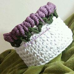 Cestinho da noite... Boa noite!  Até amanhã. . #crochet #croche #handmade #cesto #fiodemalha #feitocomamor #feitoamao #trapilho #totora #knit #knitting #decor #quartodebebe #baby  #cestofiodemalha #cestoorganizador #cestodebrinquedos #organizar #ac_cesto #cestoflores #cestocomflores