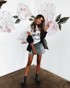 1 tip la falda con botines o bototo, es una tenida cómoda , puedes  convinarla  con chaqueta cuero negra o de jeans o una aviadora y pantis .... grax