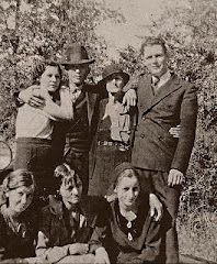 Often Bonnie and Clyde would set up secret meetings with their families:  standing left to right are Billie Jean Mace(bonnie's sister), Clyde Barrow, Cumie Barrow(Clyde's Mother) and LC Barrow (Clyde's youngest brother)  In front, Left to right, are Marie Barrow(Clyde's youngest sister), Emma Parker (Bonnie's mother), and Bonnie Parker