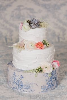 rustic flower wedding cake | Image by Marta Guenzi Photographer