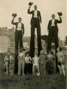 23 Funny Vintage Photos Show That Walking With Stilts May Be One of the Favorite Moving Styles in the Past Vintage Circus Photos, Vintage Pictures, Vintage Photographs, Old Pictures, Old Photos, Old Circus, Circus Art, Circus Clown, Night Circus