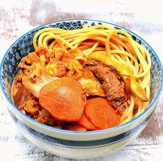 """Para Comer Sem Culpa! Que tal fazer um 'Yakisoba Fácil e Leve' para a próxima refeição? Torna-se muito gostoso e saudável quando feito com ingredientes suaves e com a dose certa de molho shoyu. Na falta de macarrão do tipo """"lámen"""", que é o ideal para esse prato, utilize espaguete integral."""