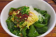 Spinach noodles flavoured with oil, cabbage & chillies. #Shanghai