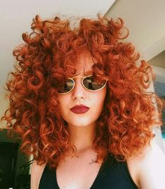 25 Vorschläge für lockige rote Frisuren 25 suggestions for curly red hairstyles What do you say we take a look at our special hairstyle suggestions? Everyone is fascinated by natural red hair an Curly Hair Styles, Curly Hair With Bangs, Hairstyles With Bangs, Wavy Hair, Natural Hair Styles, Hair Bangs, Shoulder Length Curly Hairstyles, Natural Curly Hairstyles, Short Curly Hair Updo