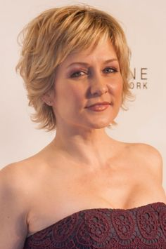 More of Amy Carlson's hair . Like this hairstyle – Linda (Amy Carlson) on Blue Bloods,See more ideas about . carlson hairstyle blue bloods this 20 Amy Medium Short Hair, Short Hair With Layers, Short Hair Cuts For Women, Medium Hair Styles, Short Hair Styles, Short Choppy Hair, Amy Carlson, Short Shaggy Haircuts, Short Shag Hairstyles