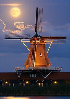 A Dutch windmill in the moonlight, above a restaurant. - Pixdaus