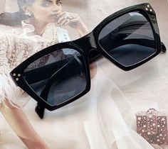 Black Unisex Branded Sunglasses with UV Protection can be used with many outfits, from very modern styles to completely retro styles. It is suitable for showing your unique and cool attitude towards life Sunglasses Online, Cat Eye Sunglasses, Retro Styles, Leather Cover, Gender Female, Retro Fashion, Attitude, 21st, Unisex