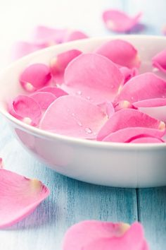 How to Prepare Rose Water at Home