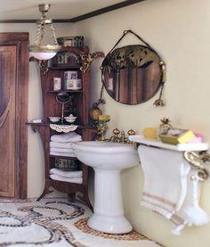 Petit cabinet de curiosités: Adding life in the bathroom