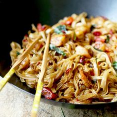 A fiery and fragrant Drunken Noodles (Pad Kee Mao) that tastes like proper Bangkok street-food! Ready in 15 minutes.