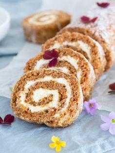 Morotsrulltårta | Brinken bakar Fika, Something Sweet, Carrot Cake, Easy Desserts, Doughnut, Carrots, Cake Recipes, Bacon, Bakery