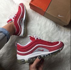 Nike Air Max 97 in red/rot // Foto: gloria_m.fer (Instagram) http://feedproxy.google.com/fashionshoes11